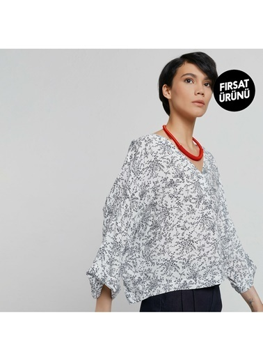 Yargıcı Kadın V Yaka Kirma Detaylı Bluz 9KKGM6105A Beyaz